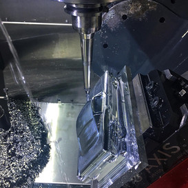 Haas UMC-750 5-axis in action