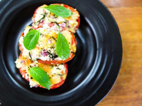 Tomates Recheados com Ricota, Muçarela de Búfala e Ervas