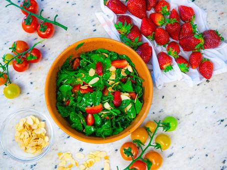 Salada de Rúcula com Morangos e Vinagrete de Balsâmico | Receita