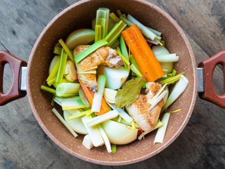 Frango Cozido em Caldo Claro com Vegetais | Receita