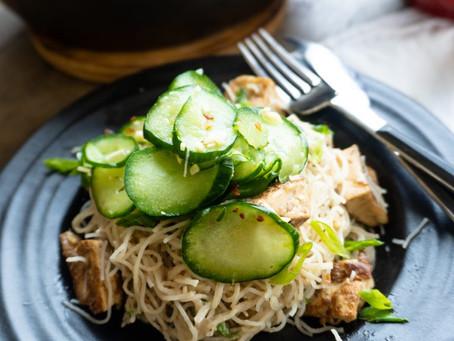 Macarrão de Arroz com Tofu e Salada Refrescante de Pepino   Jantar Preguiçoso