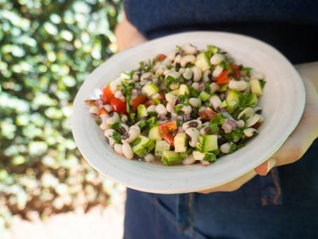 Salada de Feijão Fradinho com Tomate e Abobrinha | Receita