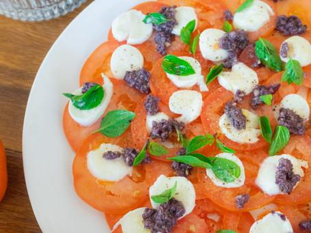 Salada de Tomate com Muçarela de Búfala e Tapenade | Receita