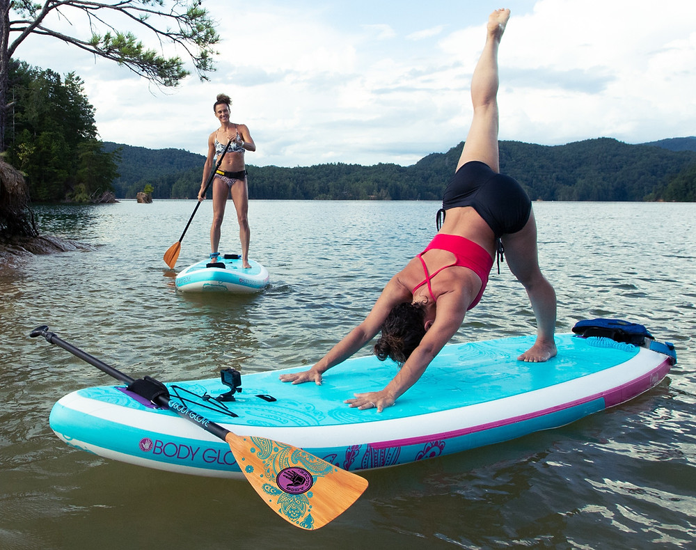 The Body Glove Oasis paddle board is exclusively designed with our PIH (Paddle Integrated Handle) and full-length crocodile skin yoga mat traction pad to maximize space for fitness and yoga.
