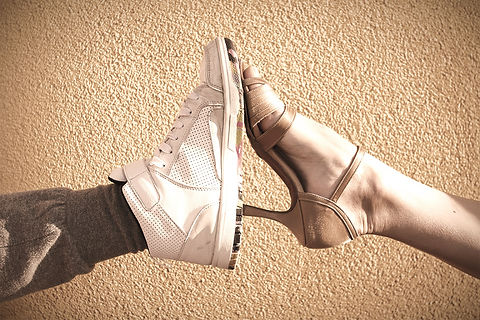 Legswearingballroomandhiphopdancingshoes