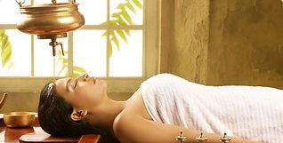 Massage ayurvédique, traitement shirodhara pour calmer le système nerveux