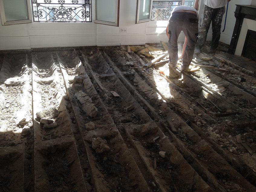 Exemple de restauration complète du plancher bois de cette immeuble haussmannien