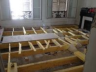 Calage et mise en oeuvre de la structure bois pour le nouveau plancher bois de cet appartement à PARIS