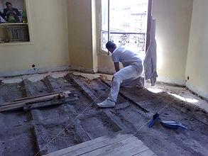 Rénovation d'un plancher en bois dans un vieil immeuble à PARIS par FAIRPLAY rénovation