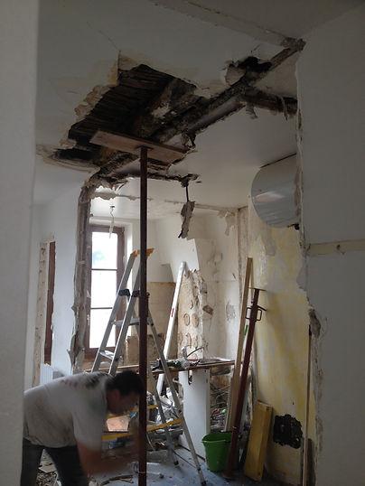 Optimisation de l'espace à vivre de cette appartement détruit par le feux