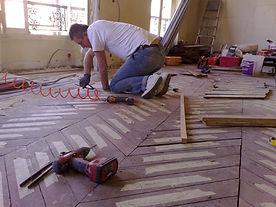 Restauration et réfection complète de ce plancher bois totalement à refaire