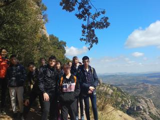 Aquest cap de setmana els Mitjans hem anat d'excursió a la Cova Simanya i ens ho hem passat geni