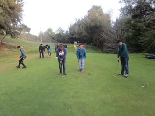 Aquest dissabte vam anar a jugar a Golf a Matadepera! Vam practicar llançament de pilota i vam jugar