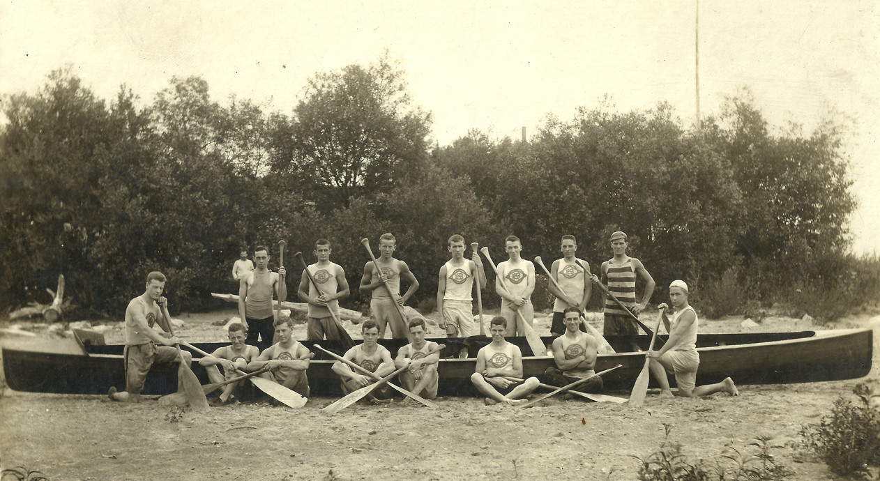 1906c UNKNOWN WAR CANOE copy.jpg