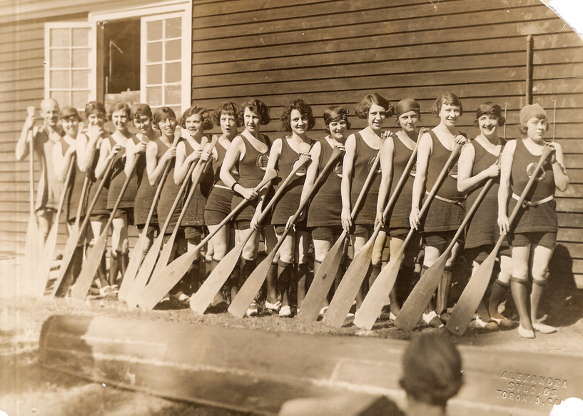 1922 all female x600 copy.jpg