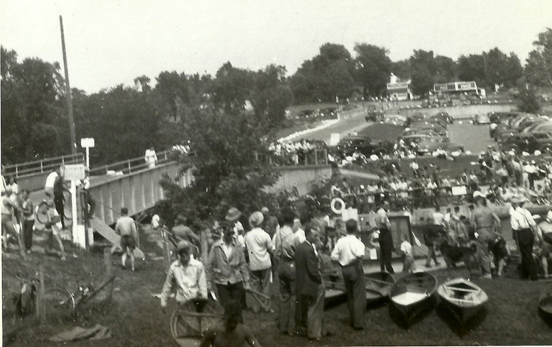 X1947 CROWD SCENE copy.jpg