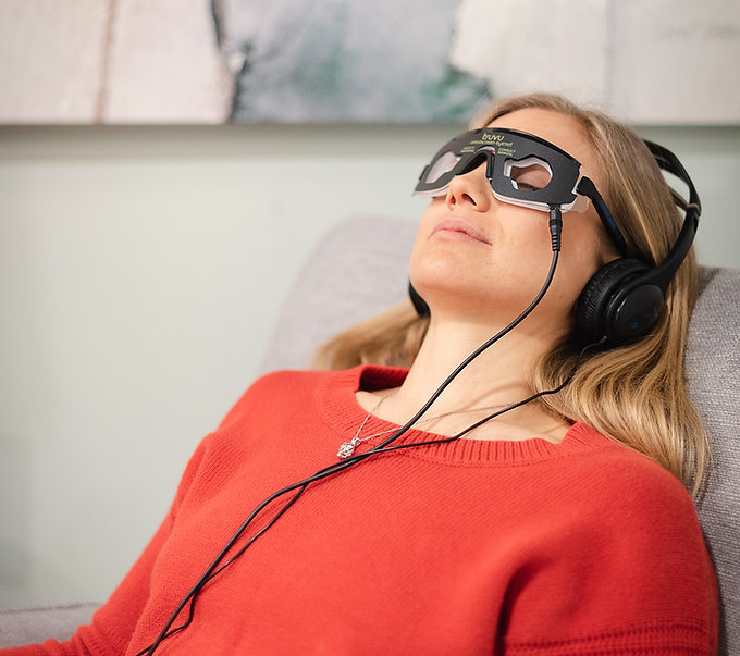 Audio Visual Entrainment device used to enhance brainwave activity to optimize brain health and improve memory for dementia diagnosis