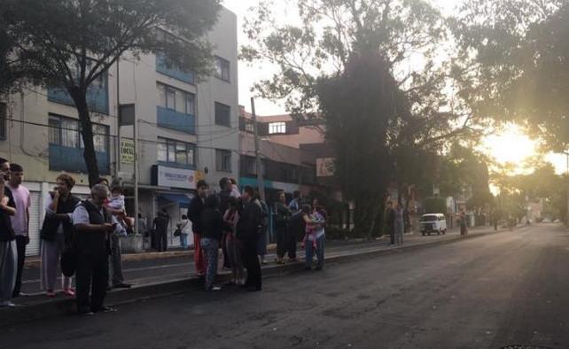 Otro sismo de magnitud 6.1 en la escala Ritcher sacude Ciudad de México. Pánico en la población (vid