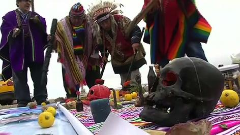 Chamanes peruanos invocan espíritus para evitar una guerra entre EE.UU. y Corea del Norte (video)
