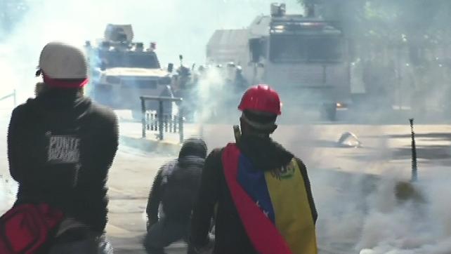 Enfrentamientos y heridos en protesta general contra Maduro en Venezuela (video)