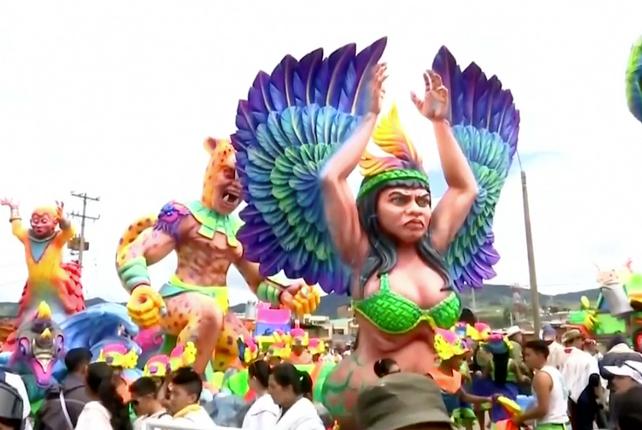 Pastuzos celebran su carnaval anual de negros y blancos en Colombia