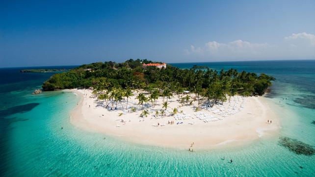 """Samaná aspira a un turismo """"más elegante y más caro"""" que Punta Cana, dicen líderes turísti"""