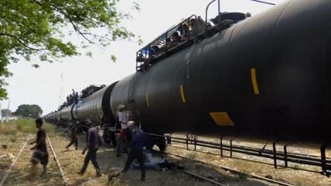 Migrantes centroamericanos ocupan tren La Bestia con químicos para tratar de llegar a EE.UU. (video)