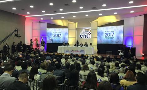 Los ecuatorianos votan en la 2da vuelta de las elecciones presidenciales (video)