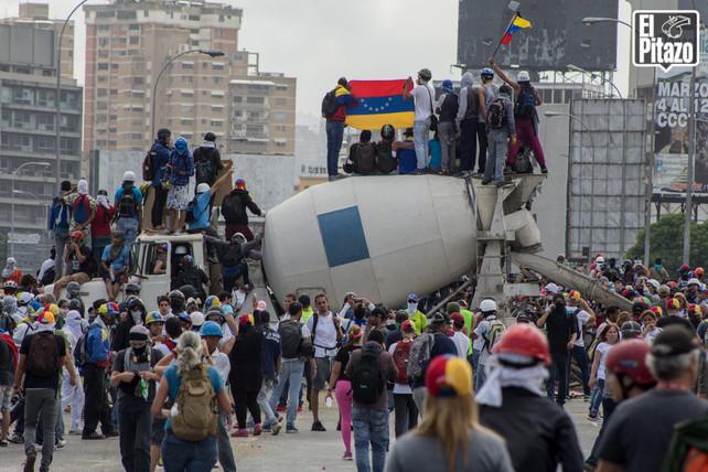 Marcha por la libertad de expresión fue violentamente reprimida por la policía en Caracas (video)