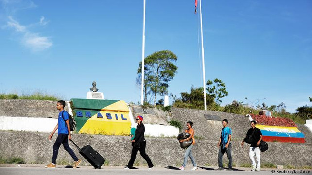 Aumenta éxodo de refugiados venezolanos hacia Brasil creando crisis humanitaria en la frontera (vide
