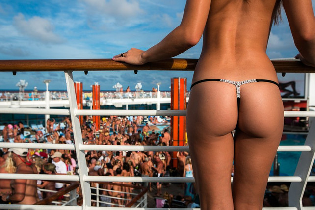 Llegada de crucero nudista crea revuelo en República Dominicana (video)