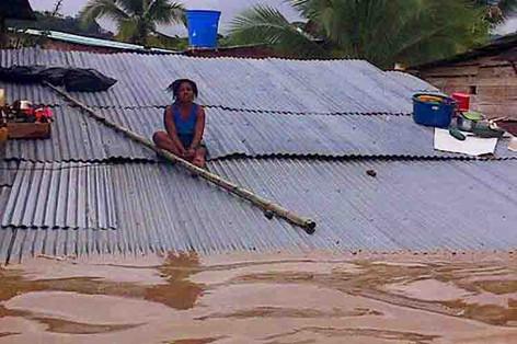 Inundaciones en varios municipios de Chocó, Colombia,  dejan 3 muertos y desaparecidos (video)