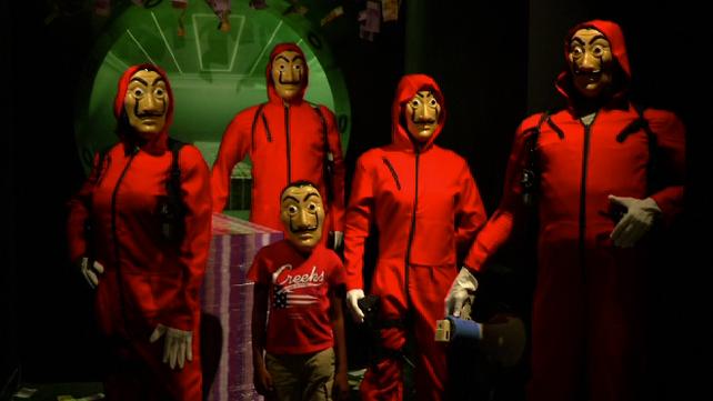 La serie española La Casa de Papel llega al museo de cera francés Musée Grévin de Paris (video)