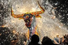 Los mexicanos celebran a San Juan de Dios con divertidas y peligrosas fiestas de fuegos artificiales