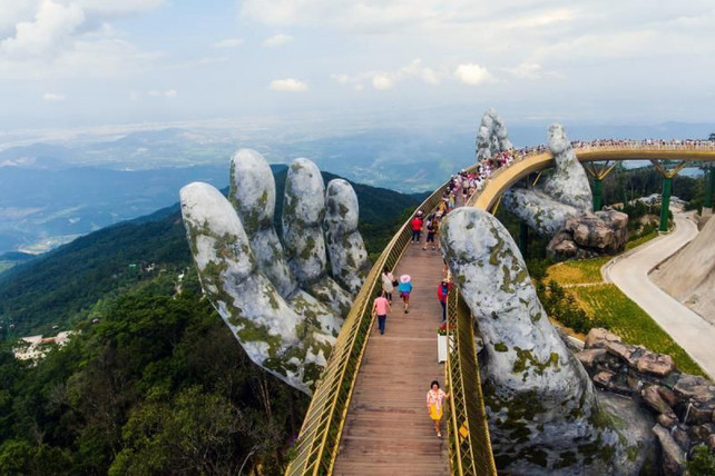 El increíble Puente de Oro en Vietnam se convierte en una nueva atracción mundial para los turistas