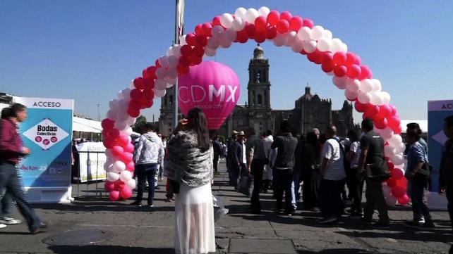 Ciudad de México rompe el récord en Boda Colectiva con 3,400 parejas casadas simultáneamente (video)