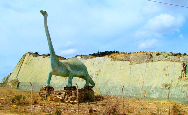 Destinos America Mia: El Parque Cretácico de Dinosaurios Cal Orcko en Sucre, Bolivia (video)