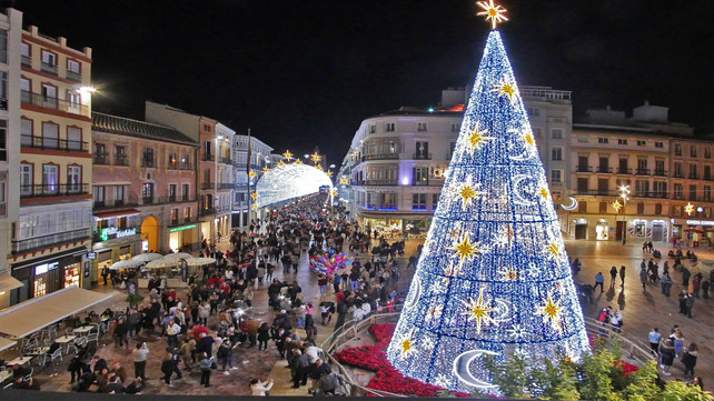 En Málaga, España, el encendido navideño es una fiesta deslumbradora