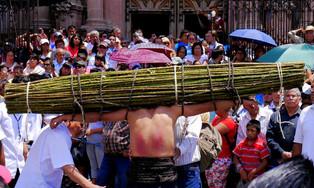 El encanto y significado de la celebración de la Semana Santa en Taxco, Guerrero, México (video)