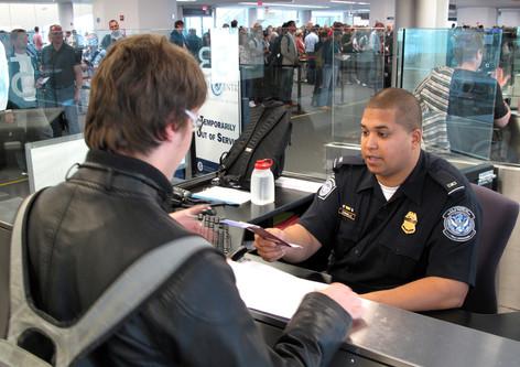 Si viaja a Estados Unidos tenga preparada su información sobre sus redes sociales, se lo exigirán