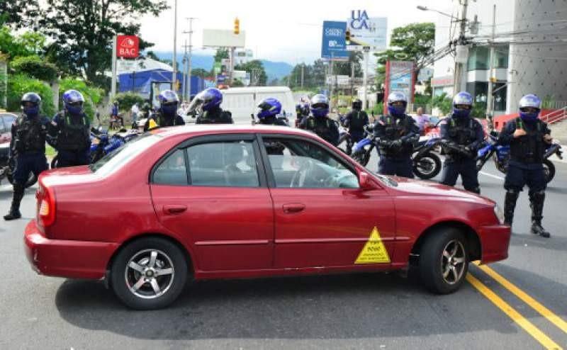 Taxistas protestan contra Uber en Costa Rica