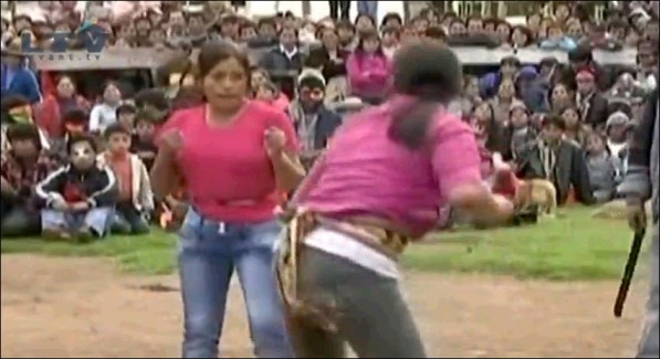 """El Festival Takanuky de Perú, también conocido como el """"Festival de los Puñetazos"""""""
