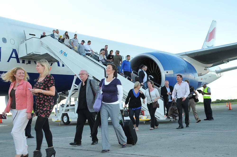 Llegada de turistas al aeropuerto de Santo Domingo