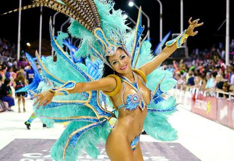 El Carnaval de Gualeguaychú, el mejor carnaval de Argentina, y con sabor a Brasil (video)