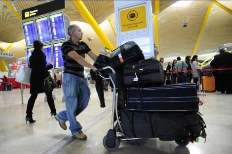 Antes de montarse en el avión vea como le sale 3 veces más barato facturar el equipaje (video)