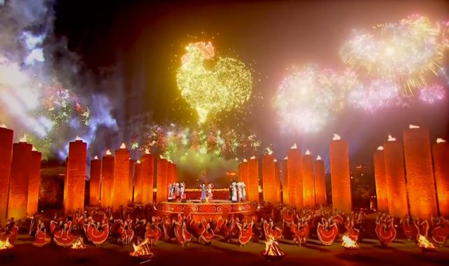 """China festeja la llegada del """"Año del Gallo"""" con un espectáculo sin precedentes"""