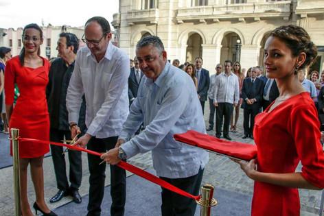 ¿Qué dicen los cubanos de a pié de la inauguración del Gran Hotel Manzana Kempinski? (video)