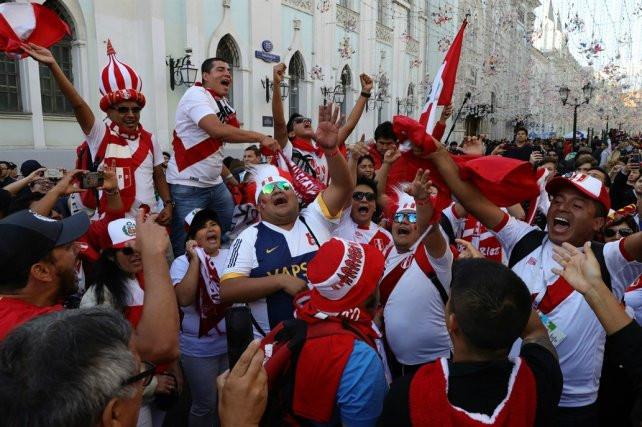 La fanaticada de América Latina toma Rusia en apoyo a sus selecciones nacionales. ¡Perú a la cabeza!