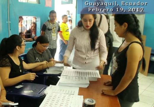 Ecuatorianos deciden en las urnas si van por el cambio o mantienen línea de la última década (video)