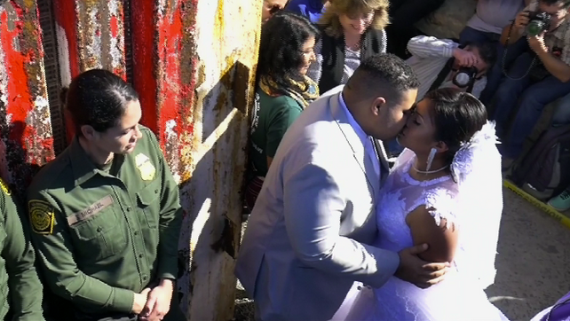 Encuentro del amor en la frontera entre Estados Unidos y México (video)